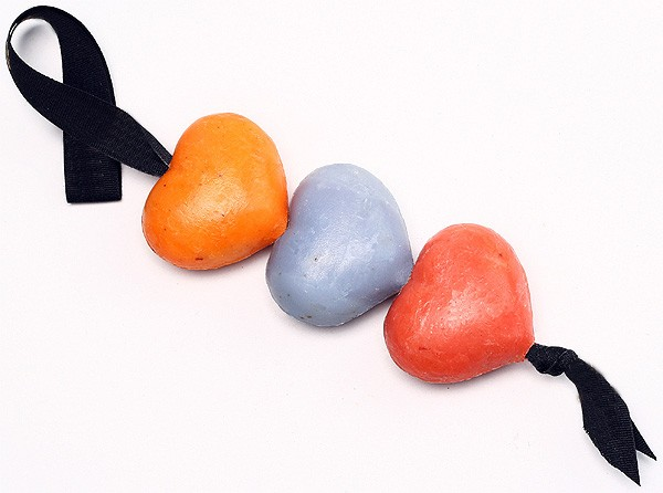 Valentinstag Seife - 3 Herzen am Band 3 x 30 g