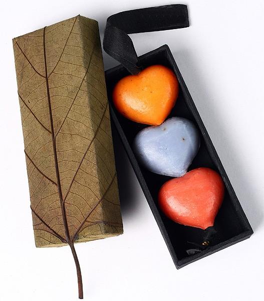 Valentinstag Seife - 3 Herzen am Band 3 x 30 g incl. Geschenkbox